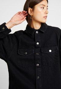 ONLY - ONLEVERLY RAGLAN JACKET YORK - Denim jacket - black - 4