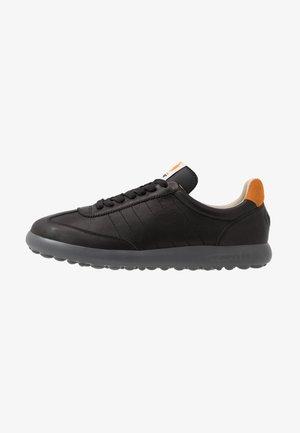 PELOTAS - Zapatillas - black