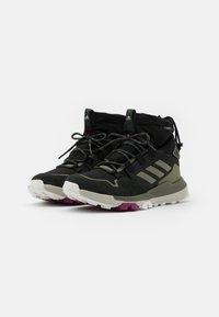 adidas Performance - TERREX COLD.RDY TRAXION SHOES MID - Trekingové boty - core black/legend green - 1