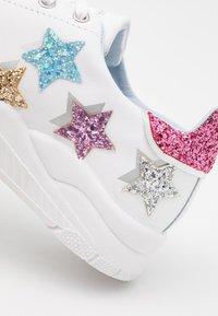 CHIARA FERRAGNI - ROGER SHADE STARS - Zapatillas - white/multicolor - 4