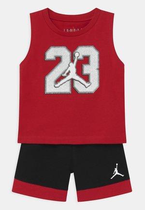 VARSITY PATCHES SET UNISEX - Sports shorts - black