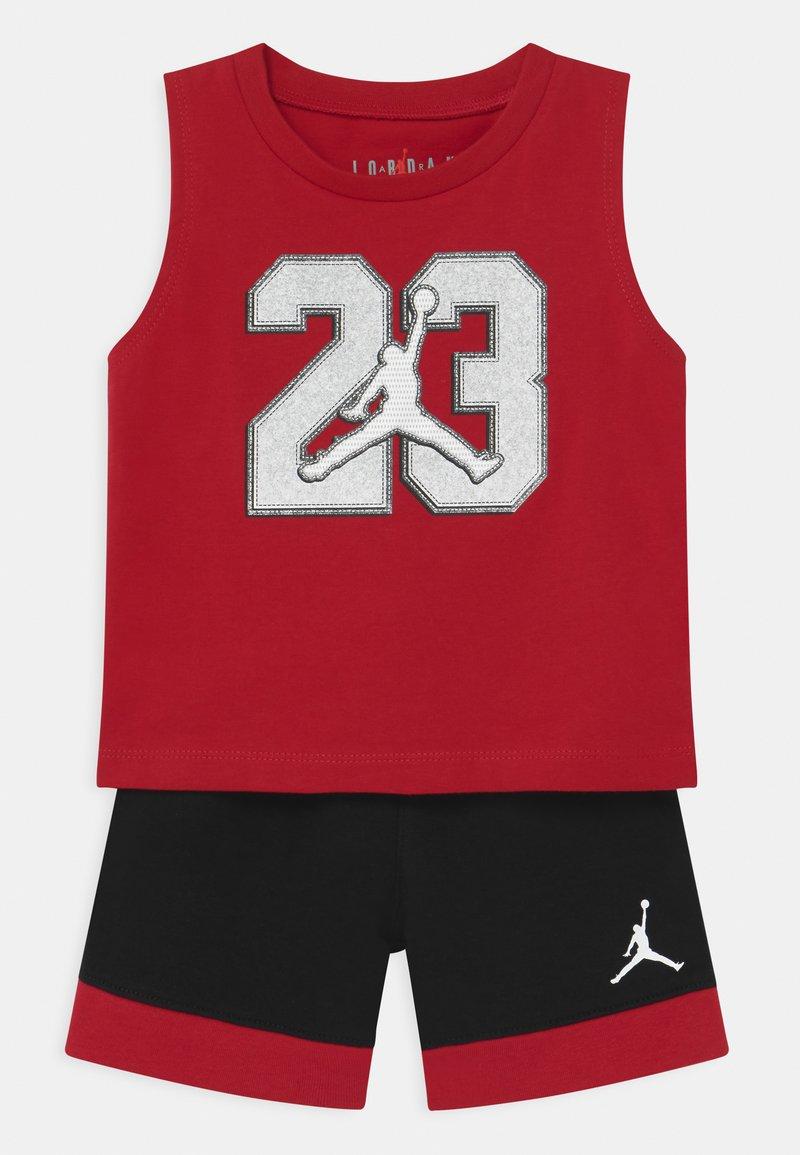 Jordan - VARSITY PATCHES SET UNISEX - Sports shorts - black