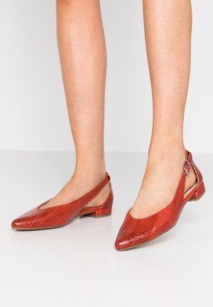 Ankle strap ballet pumps - scarlet