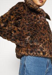 Abercrombie & Fitch - FASHION MINI PUFFER - Winter jacket - leopard - 5