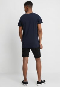 Jack & Jones - JJEBAS TEE - Basic T-shirt - navy blazer - 2