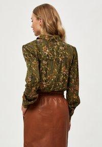 Minus - LELA - Button-down blouse - dark olive flower print - 2