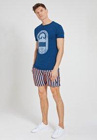 Shiwi - TROPICS PLACED PRINT - Print T-shirt - poseidon blue - 1