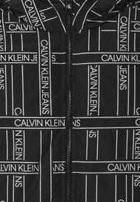 Calvin Klein Jeans - REVERSIBLE LOGO TAPE  - Vinterjakker - black - 4