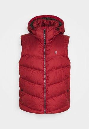WHISTLER VEST - Waistcoat - dry red
