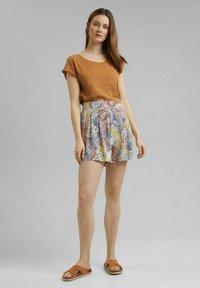 Esprit - Shorts - light beige - 1