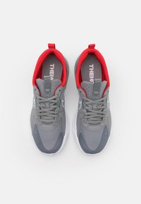 Nike Sportswear - SKYVE MAX UNISEX - Sneaker low - particle grey/white/chile red/white - 3