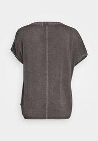 Q/S designed by - KURZARM - T-shirt print - black plac - 1