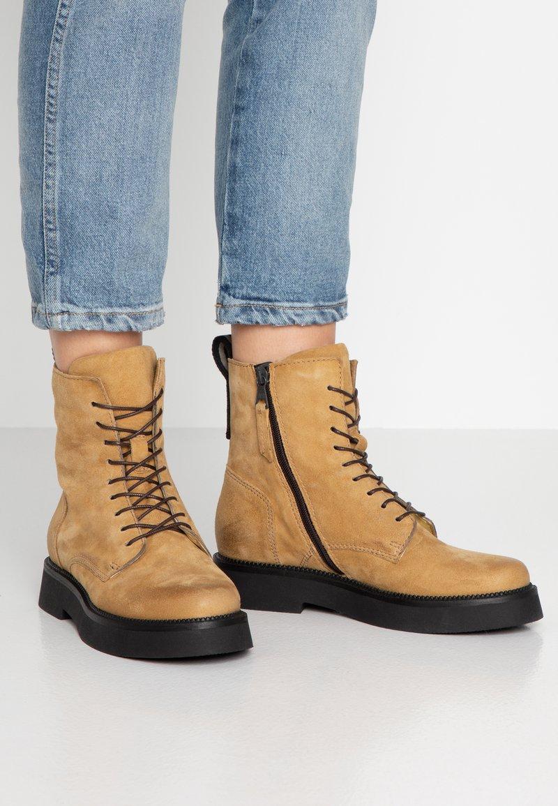 MJUS - Kotníkové boty na platformě - bisanzio