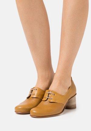 Classic heels - ocra