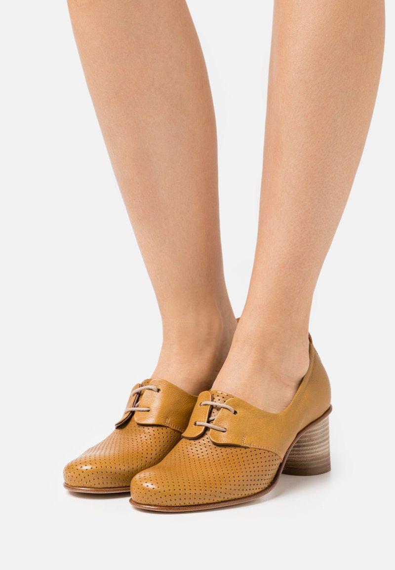 lilimill - Classic heels - ocra