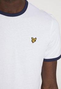 Lyle & Scott - RINGER TEE - T-shirt - bas - white/navy - 4
