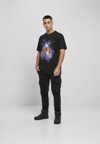 Upscale by Mister Tee - Print T-shirt - black - 1