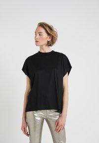 CLOSED - T-shirts basic - black - 0