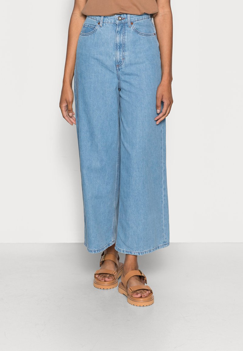 Marc O'Polo - TROUSER WIDE FIT CULOTTE LENGTH HIGH WAIST - Flared Jeans - light linen wash