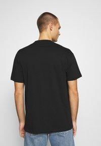 Chi Modu - PAC MIDDLE - Print T-shirt - black - 2