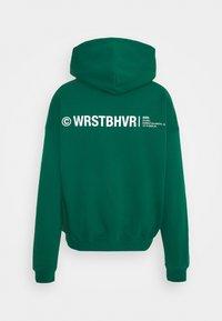 WRSTBHVR - WARREN HOODIE UNISEX - Sweatshirt - green - 1