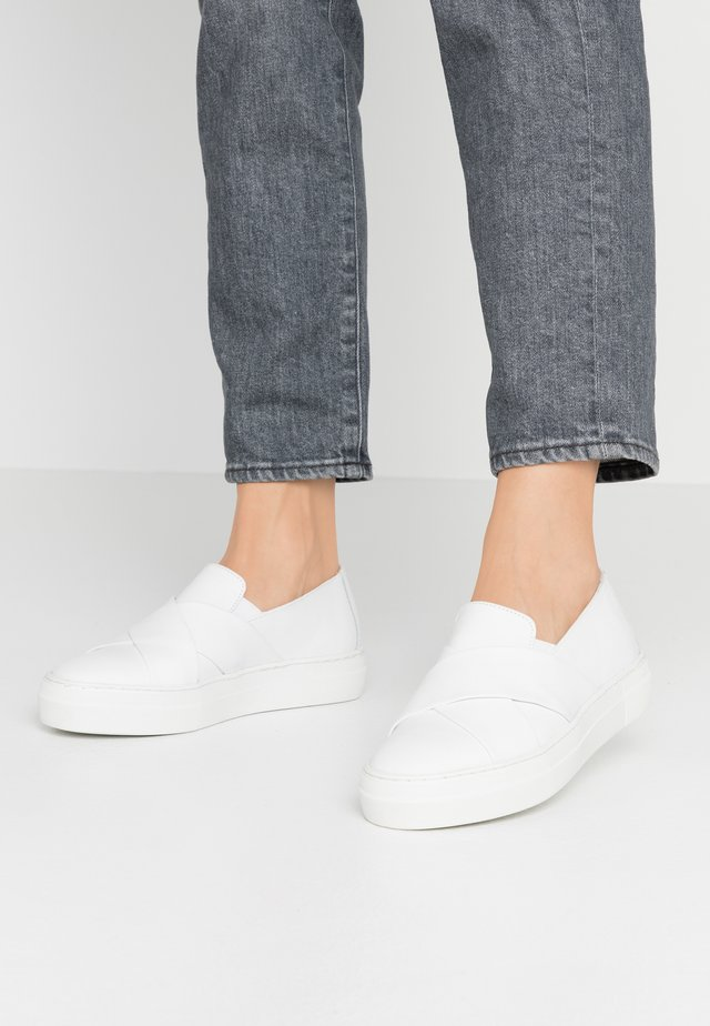 Półbuty wsuwane - white