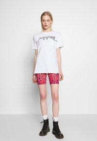 House of Holland - HOUSE TSHIRT - Print T-shirt - white - 1