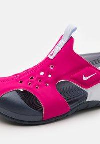 Nike Performance - SUNRAY PROTECT 2 UNISEX - Boty na vodní sporty - fireberry/football grey/thunder blue - 5