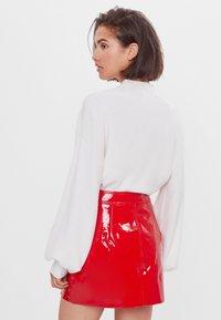 Bershka - Kožená sukně - red - 2
