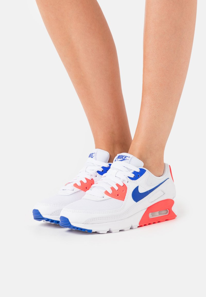 Nike Sportswear - AIR MAX 90 - Sneakersy niskie - white/racer blue/flash crimson
