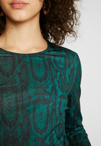 Ivyrevel - LONG SLEEVE - Long sleeved top - green snake - 4