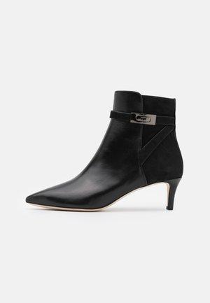 HARDWARE - Kotníkové boty - perfect black
