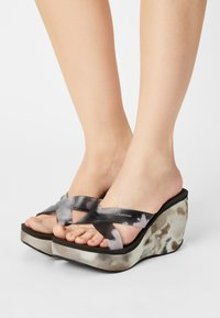 Ipanema - LIPSTICK STRAPS - Wedge sandals - black - 0