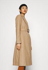 Dorothy Perkins - BELT WRAP - Klasický kabát - camel - 3