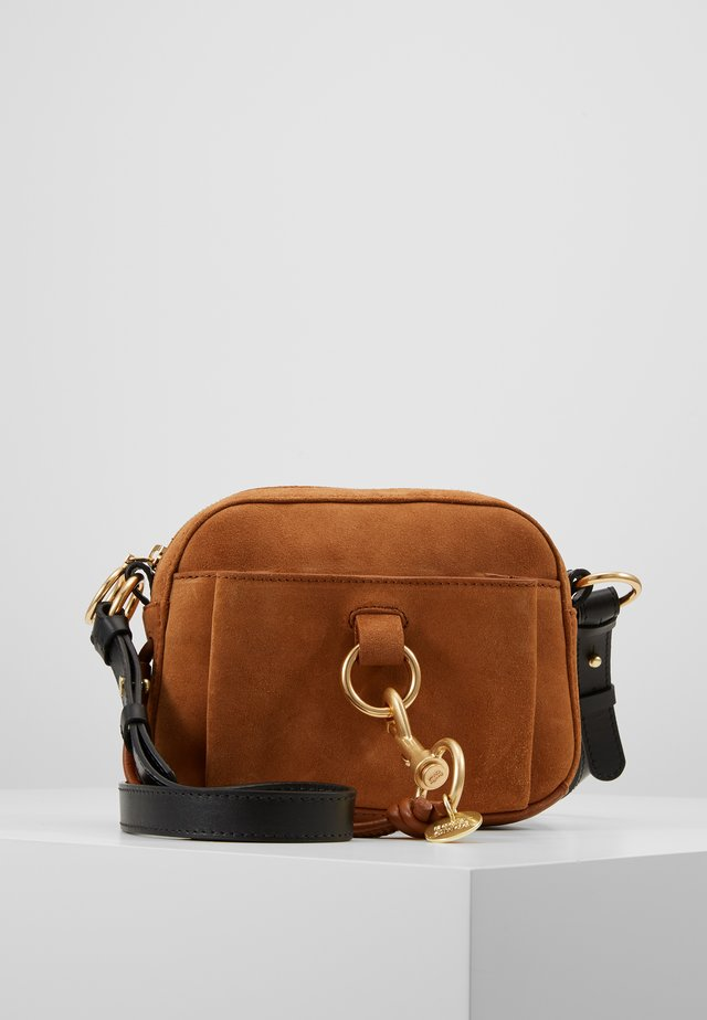 TONY CROSSBODY - Sac bandoulière - caramello
