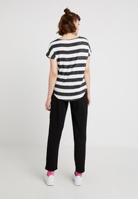Vero Moda - VMWIDE STRIPE TOP  - Print T-shirt - black/snow white - 2