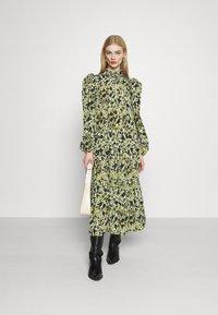 Never Fully Dressed - LEAF PANEL DRESS - Robe chemise - green - 1