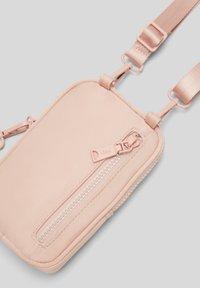 s.Oliver - Across body bag - blush - 6