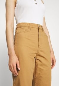 Vero Moda - VMKATHY LOOSE CROPPED - Straight leg jeans - tobacco brown - 4