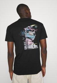 Nominal - DREAM  - Print T-shirt - black - 2