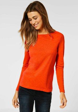 IM NEUEN STYLE - Long sleeved top - orange