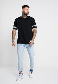 YOURTURN - T-shirt con stampa - black - 1