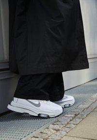 Nike Sportswear - AIR ZOOM TYPE - Trainers - white/black/pure platinum - 2