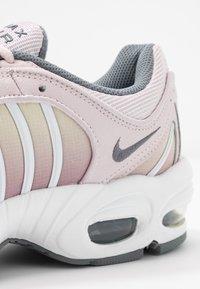 Nike Sportswear - AIR MAX TAILWIND - Sneakersy niskie - barely rose/smoke grey/plum dust/white/fossil - 2