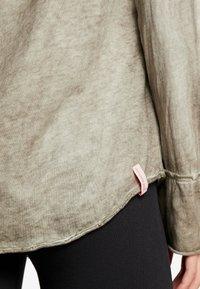 Yogasearcher - KARANI - Long sleeved top - grey - 5