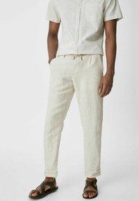 C&A - Spodnie materiałowe - creme - 0