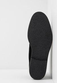 Topman - SPARK CHUKKA - Stringate sportive - black - 4