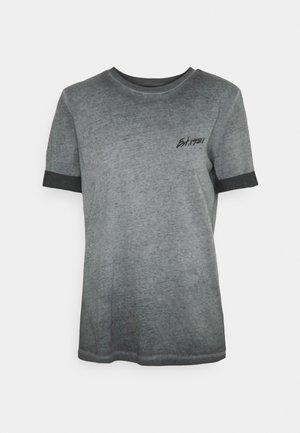 GINETTE TEE - Print T-shirt - coldjet black