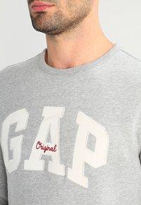 GAP - ORIGINAL ARCH CREW - Bluza - heather grey - 4