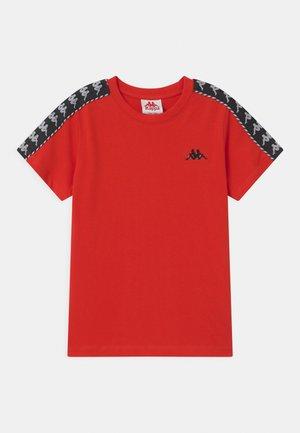 ILYAS UNISEX - T-shirt print - fiery red